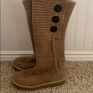 Barely worn knitted UGGS!!